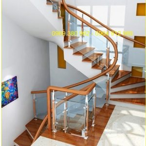 cầu thang kính trụ dài