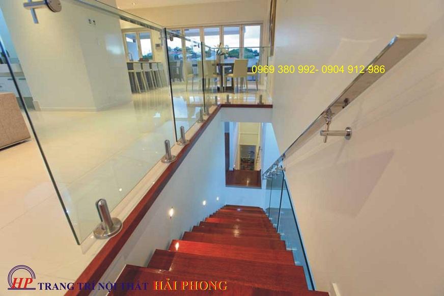 Cầu thang kính trại tphcm