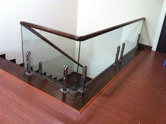 cầu thang kính trụ lửng 02