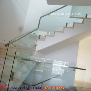 cầu thang kính trụ lửng 05