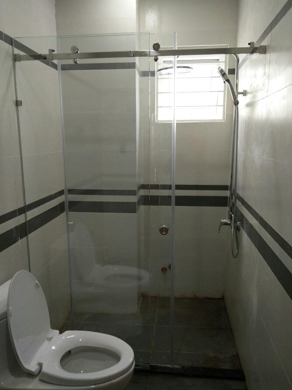 Phòng tắm kính cửa lùa 10x30