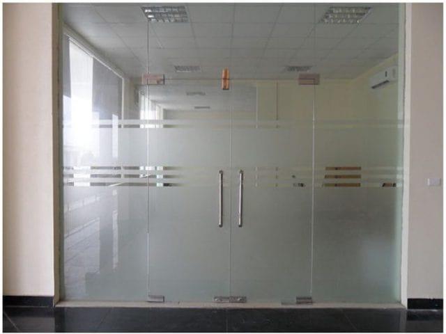 Cửa kính mở 2 cánh có vách