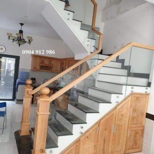 Cầu thang kính không trụ 25